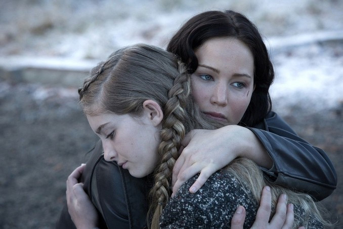 download film terbaru The Hunger Games : Catching Fire 2013 source brrip dvdrip bluray 320p 720p 1080p avi mkv.jpg