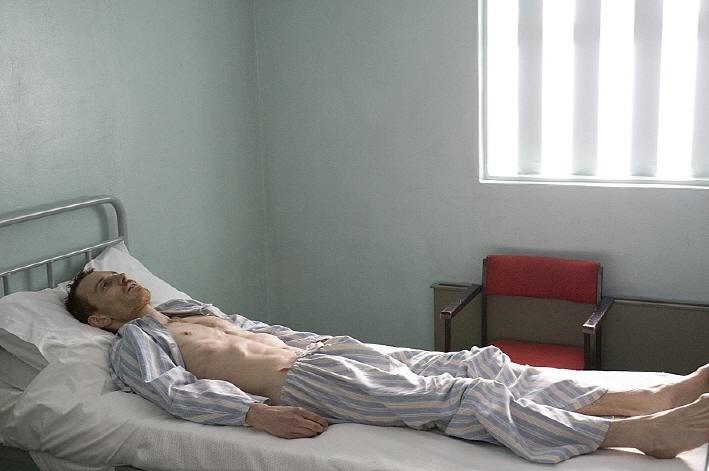 Hunger (2008) 1/2(3.5/4): A striking debut work by Steve McQueen ...